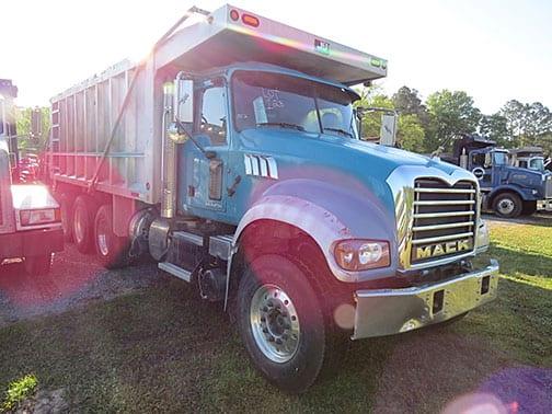 2011 Mack 700 GU713